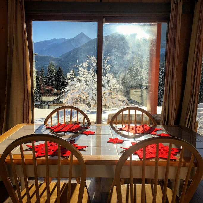 Breakfast in the cabin comes with a view!