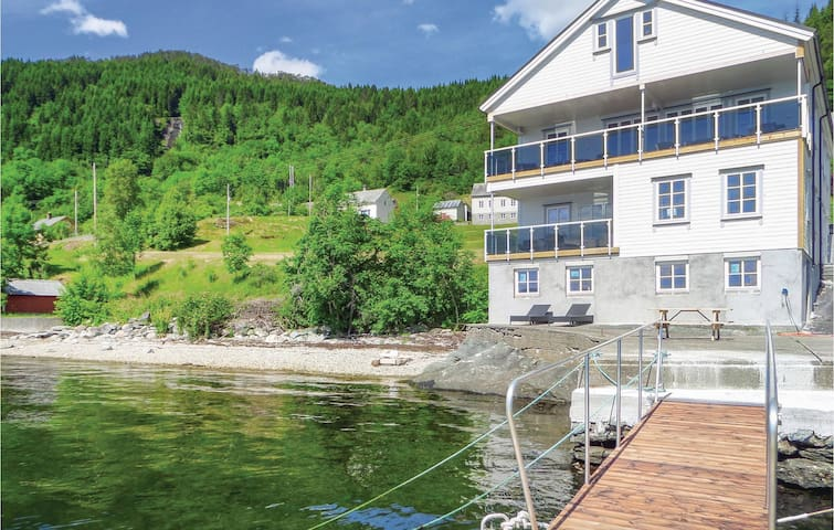 Holiday apartment with 3 bedrooms on 143 m² in Strandebarm