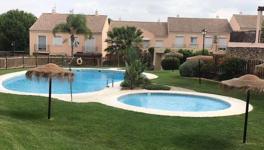 Casa Ana con jardín privado, barbacoa, wifi gratis