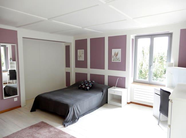 T'22-Chambre Lilas-maison villageoise-Fleurier