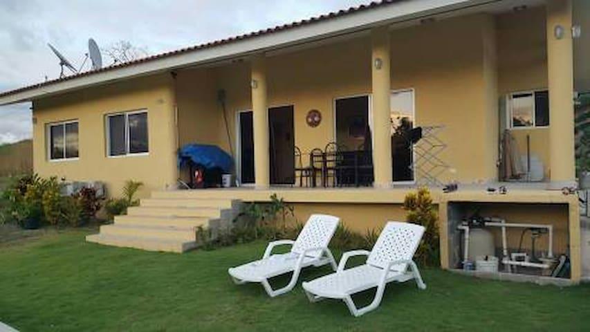 Preciosa casa en El Valle Village, Panamá - El Espino
