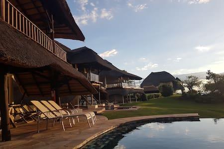 Lodge 16 Wild Heritage Kariba Zimbabwe