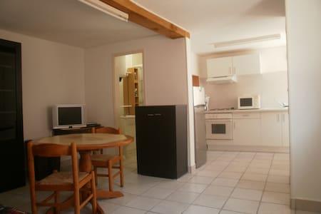 meublé T2 en villa situé à 400 m de la plage - Port-de-Bouc