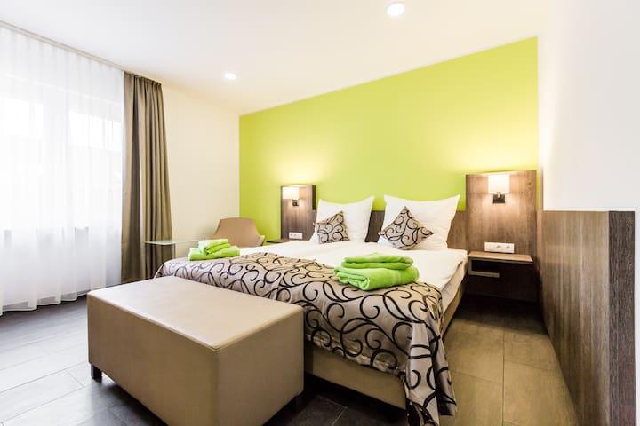 Schickes, komfortables 2 Bett Zimmer mit Bad...3GL