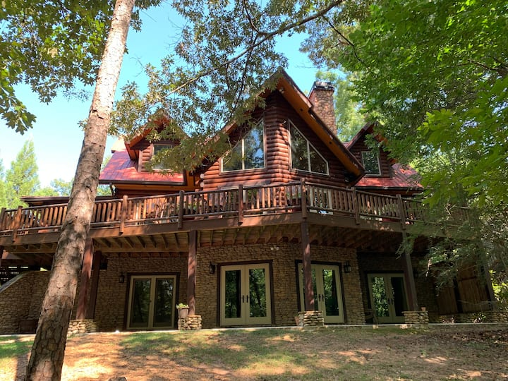 Lake Lanier Log Home ~ 30 Day Rent Available