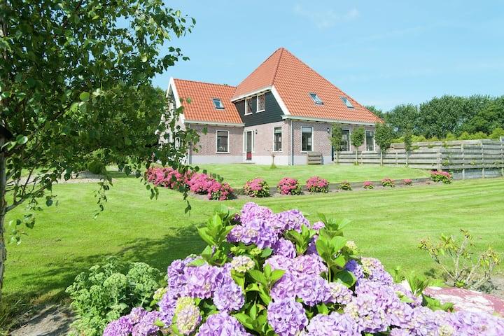 Vrijstaand vakantiehuis met wellnessfaciliteiten in Schagerbrug
