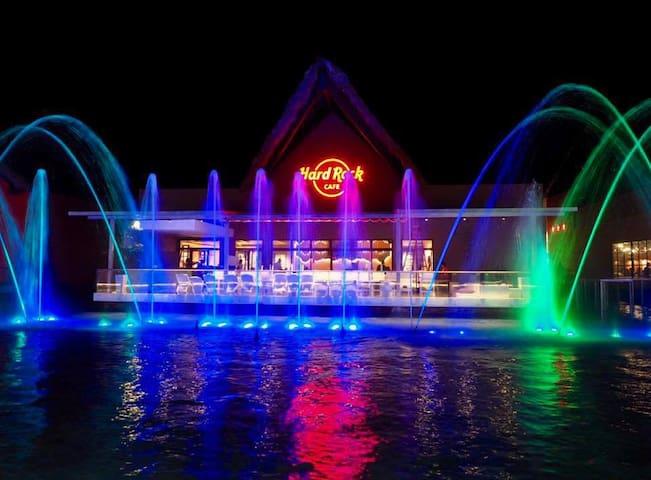 show de luces y fuentes, en centro comercial blue Mall punta cana hard rock