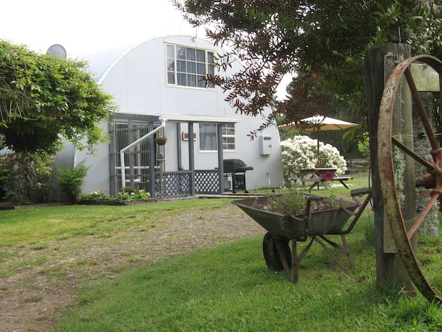 The Barnhouse at Swallow Lodge B&B,  Karapiro