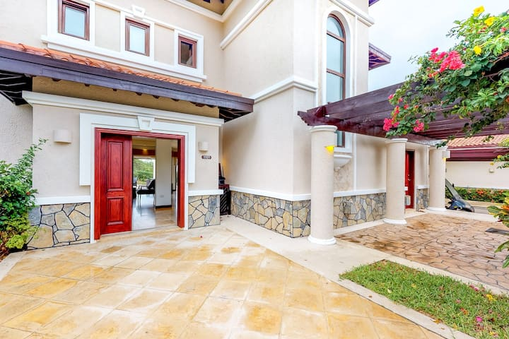 Spacious villa with ocean views, plunge pool, grill - walking to tennis and golf