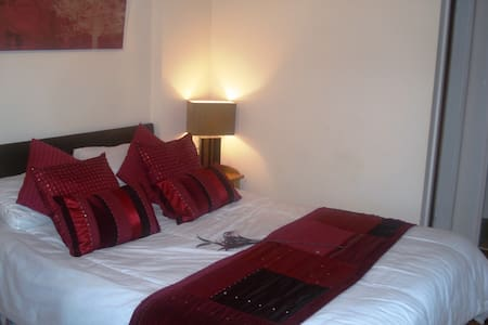 Riverside Escape Holiday Flat Near Beaches & River - Bournemouth