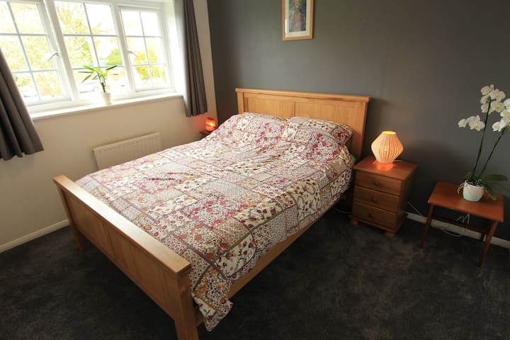 Wildwood's Retreat - King size bed in Glastonbury