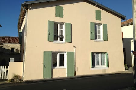 Family home in heart of village - Dampierre-sur-Boutonne - Talo