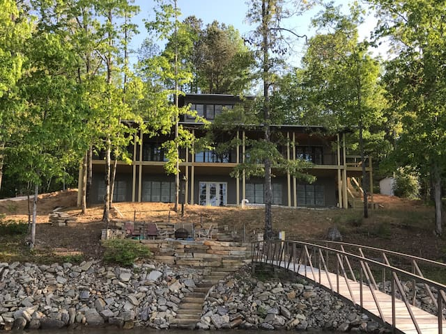 Peaceful Oasis on Smith Lake- (Room 1A) of 4 BRs - Jasper - Ház
