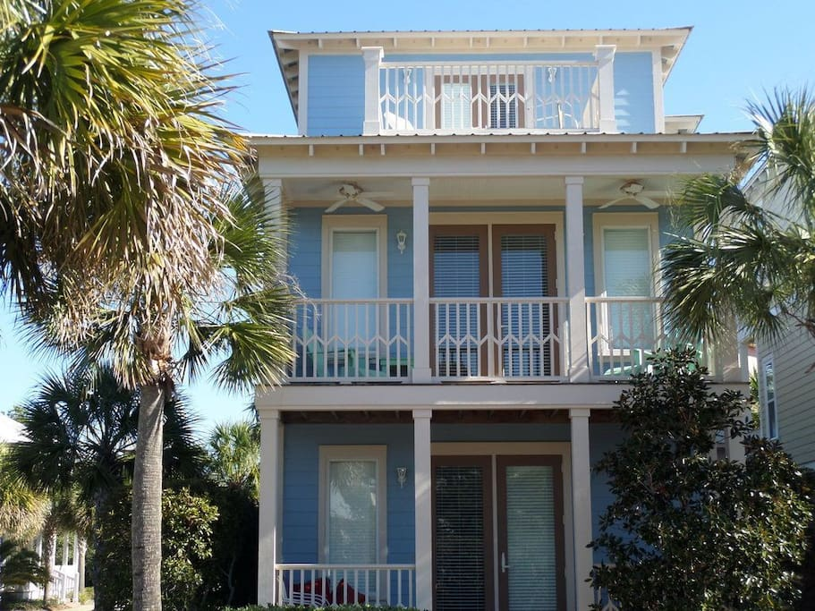 A Picture Perfect location.  Corner house, bright and sunny facing the gulf