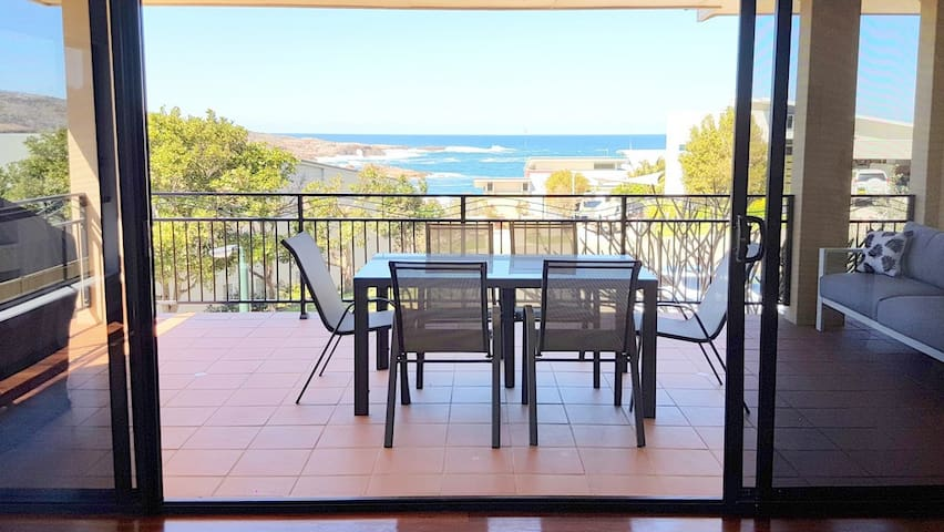 Ocean Views Retreat at The Mainsail, Port Stephens - Boat Harbour - Talo
