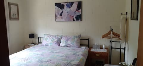 Cairns Room available for single female
