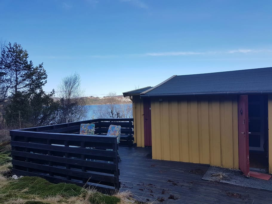 Tiny cozy cabin by the sea cabins for rent in hordaland for Cabin by the sea