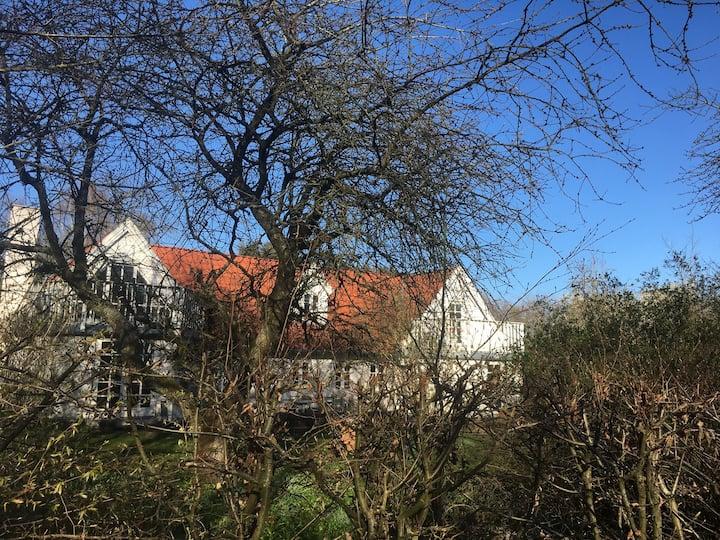 Egå Countryside Oasis huge garden and close to sea