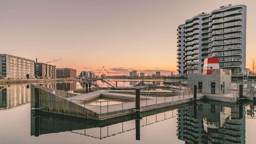 Luxury flat with easy ferry access to city centre