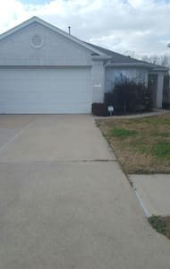 Cozy house for rent for Superbowl - Cypress
