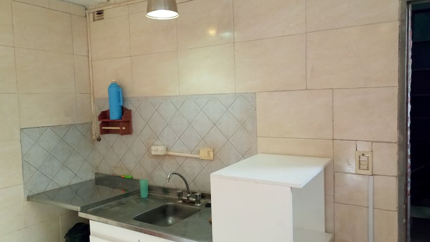 Monoambiente individual con cocina y baño privados