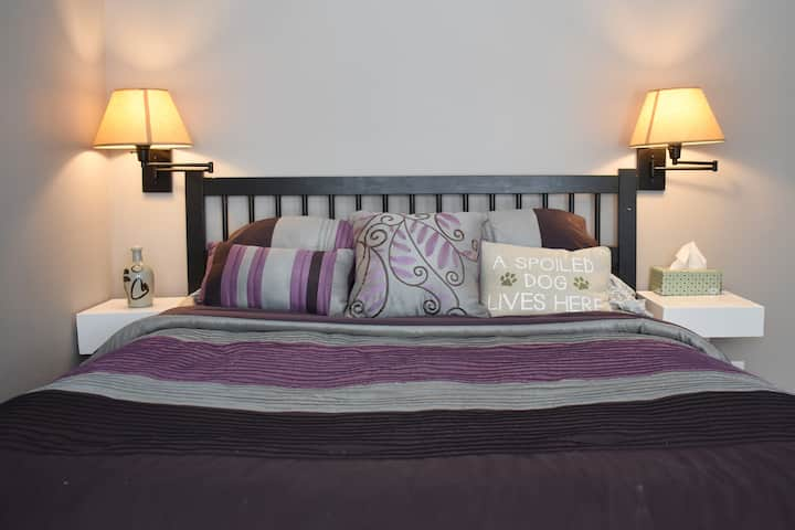 Private Bed/Bath near Downtown IC, Bfast Included