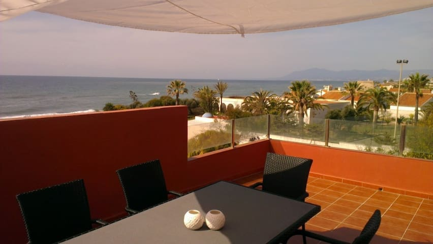 Modern Beachside townhouse - Marbella - Hus