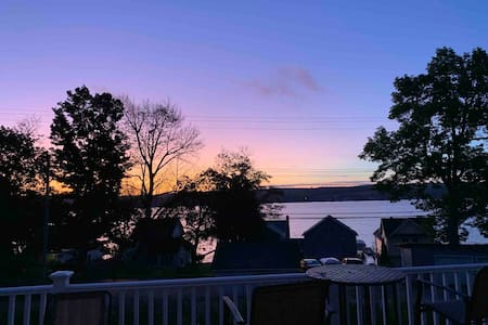 Lakeville Cozy  Cottage. Stay 7 or 30 days & save