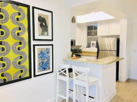 Bright Artistic Condo for Extended Stays