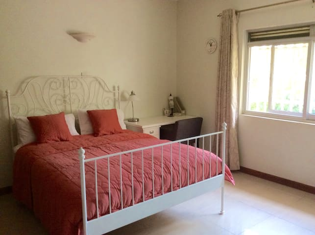 Spacious Room including Breakfast. - Kampala - Appartement