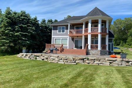Beautiful cottage on Cobb Lake