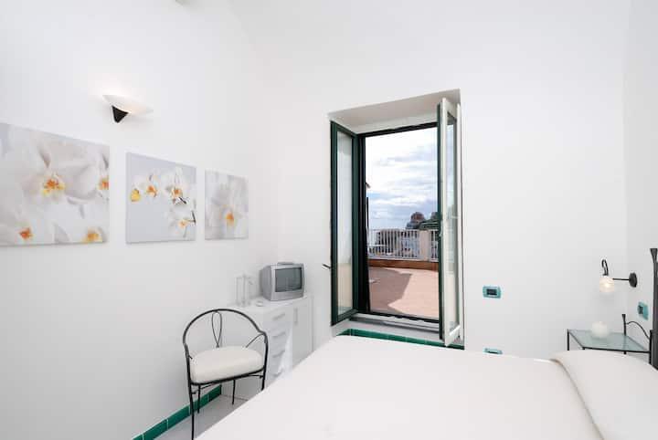 The Green House - sea view apartment in Atrani