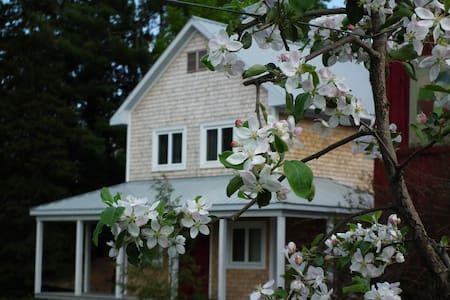Petite maison au pied d'un verger à Dunham