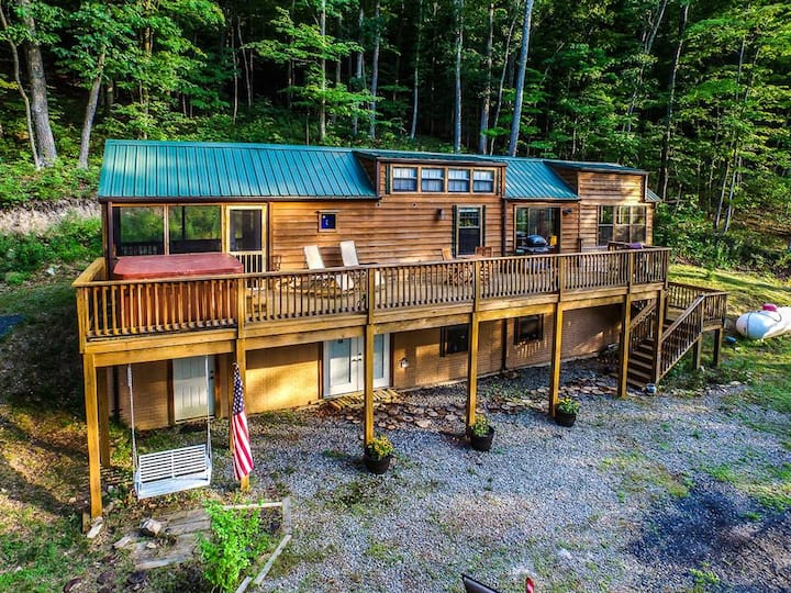 Family Cabin on 6 Acres w/ Lake Access & Hot Tub!