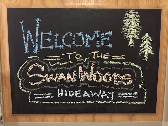 Welcome to the Swan Woods Hideaway! Chalkboard fridge doors. Play & draw for yourself!