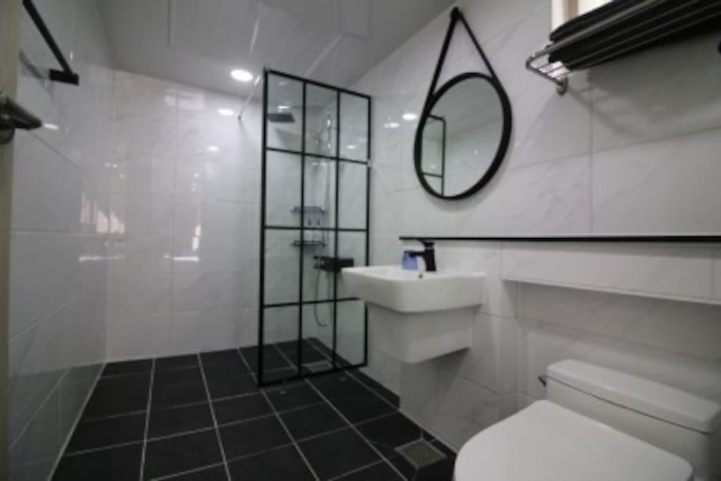 화장실이 두개여서 사용하기 편리합니다.