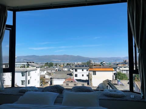 大理古城榻榻米大飘窗观景大床房~躺在床上看山看海看日出~近各景区