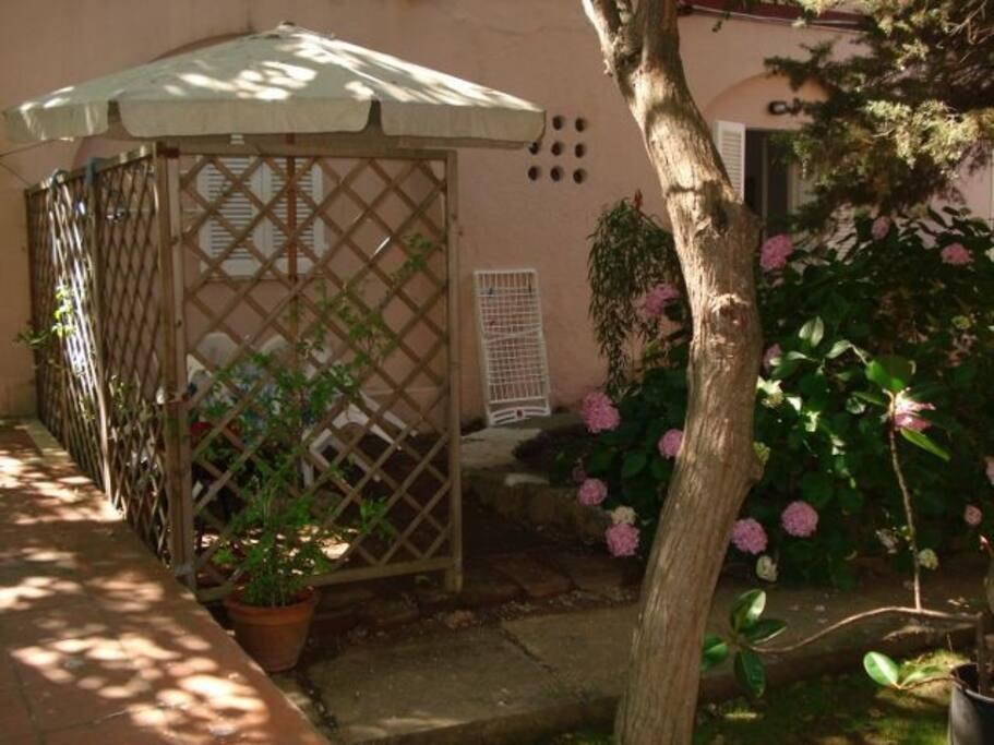 Spazio all'aperto attrezzato in giardino condominiale