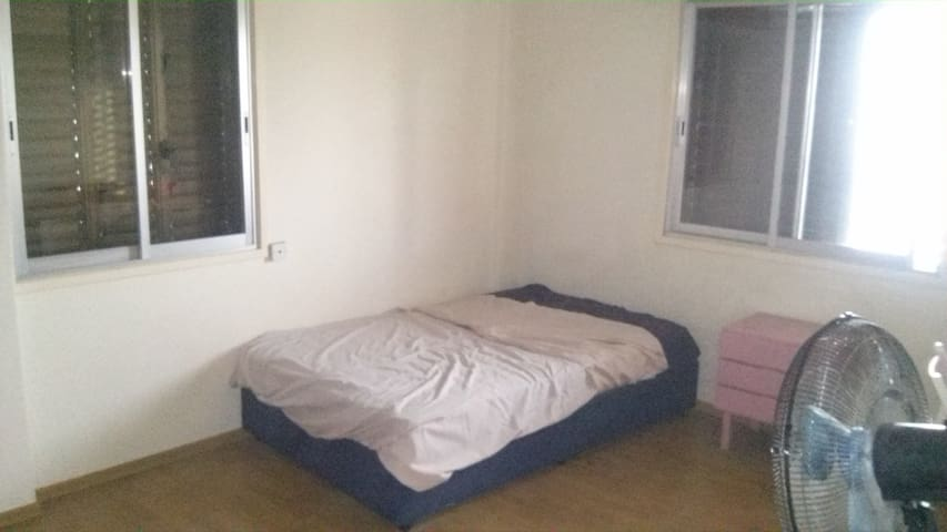 Spacious private bedroom in center of Nicosia - Nicosia