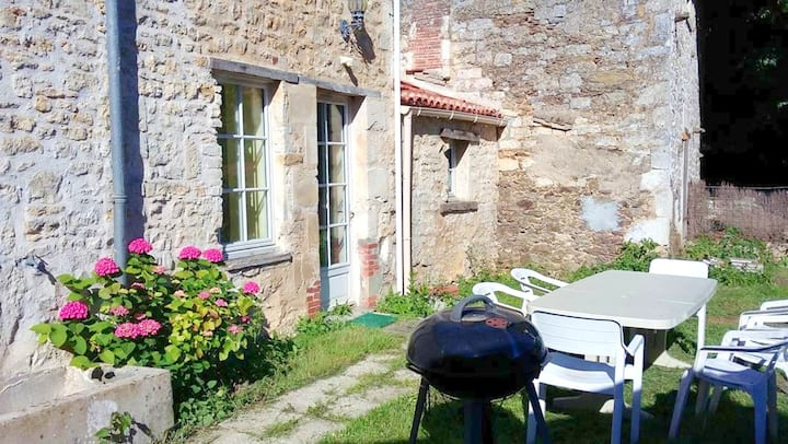 House with 5 bedrooms in La Caillère-Saint-Hilaire, with enclosed garden and WiFi - 55 km from the beach