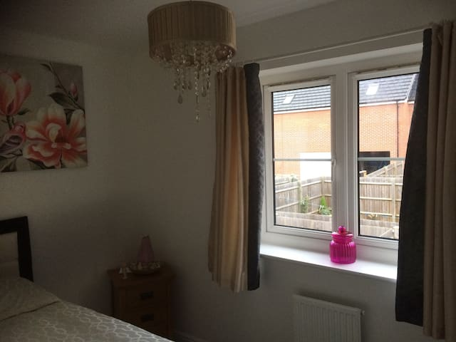Single room - Swindon - Casa