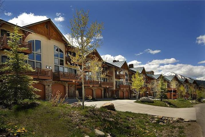 Beautiful 4 BR condo with a view!