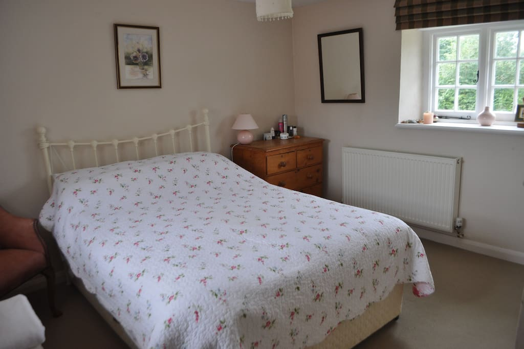 Double aspect cottage room