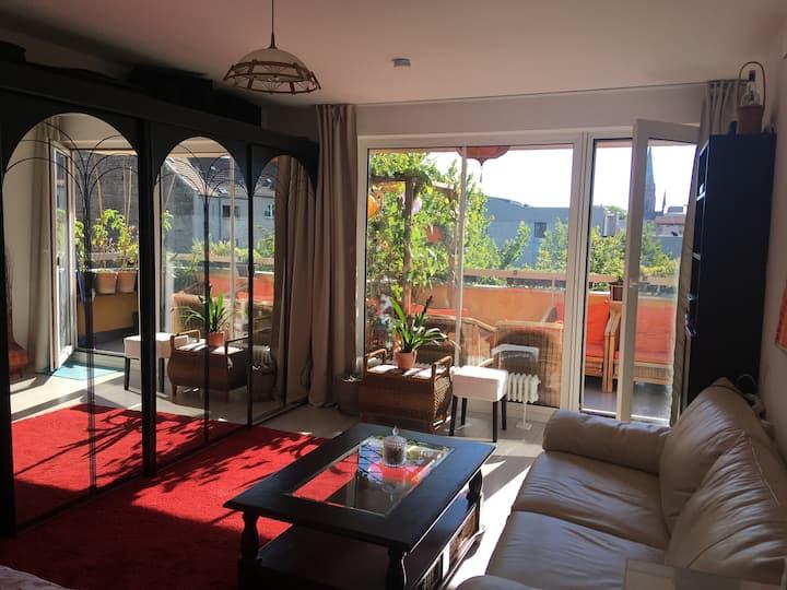 Schönes, helles Zimmer mit Balkon in einer WG