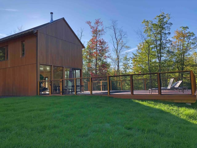 Modern, Architecturally designed Catskills barn