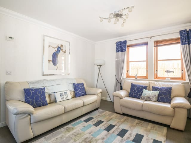 SEASCAPE, family friendly, with a garden in Anstruther, Ref 984003