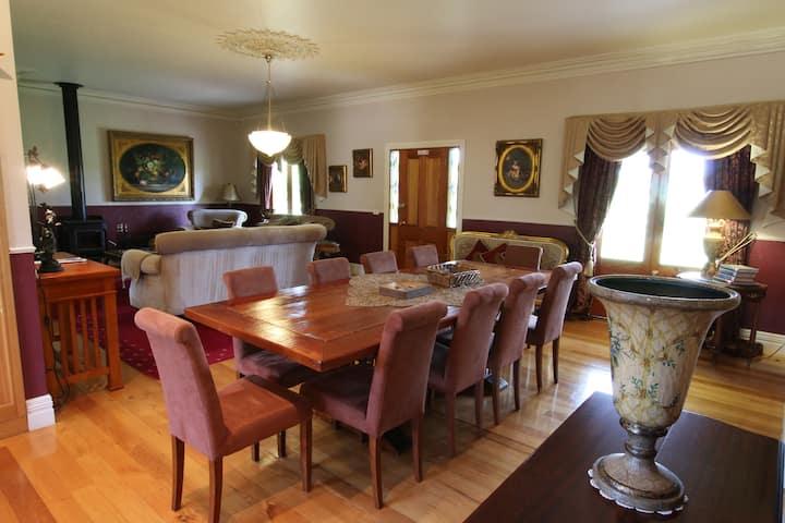 Stoneleigh luxury 4 bedroom cottage