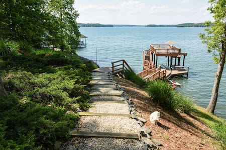Book now! Fall/Winter 30%off -Smith Mtn LakeFront!