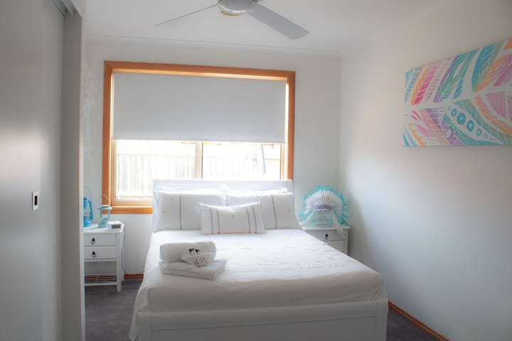 Lara Home Stay - 10 Min Drive from Avalon Airport
