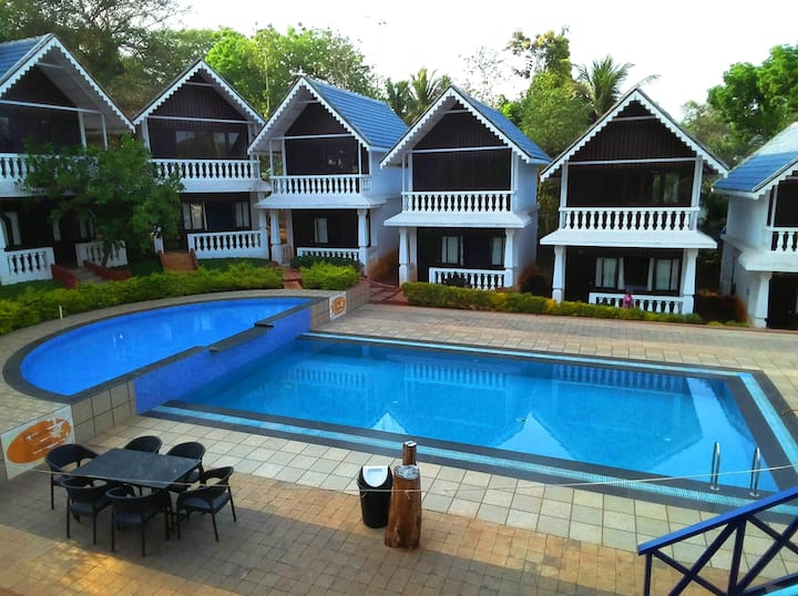 8 Bedroom Entire Resort with Private Swimming Pool